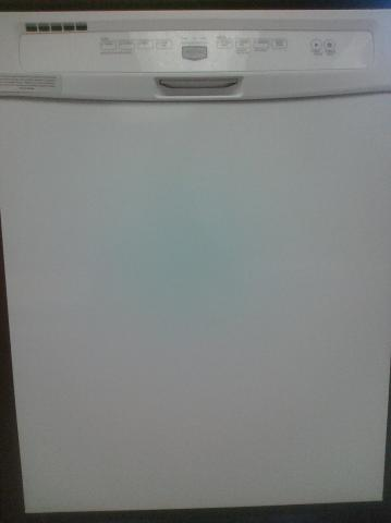 (9) Maytag MDBH949AWW 24″ Built-In Dishwasher, White w/ Plastic Interior