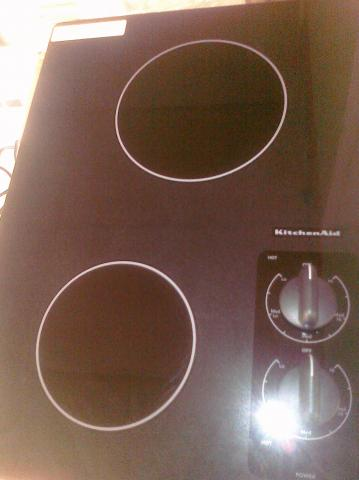 (9) Kitchen Aid KECC056RBL 15″ 2-Burner Electric Smooth-Top Cooktop, Black