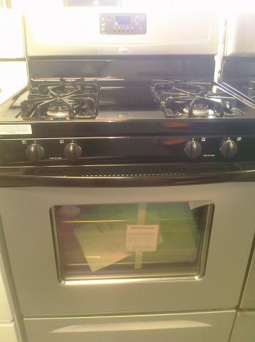 (9) Whirlpool WFG361LVD 30″ Free-Standing Gas Self-Clean Range, Universal Silver