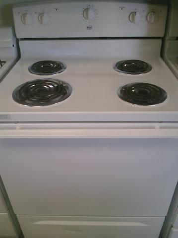 (9) Roper FEP310VQ 30″ Free-Standing Electric Range with Coils, White
