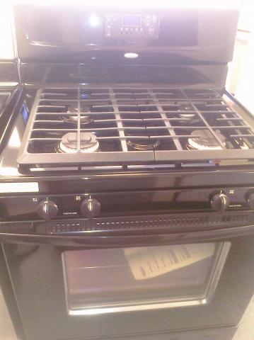 (9) Whirlpool WFG371LVB 30″ Free-Standing Gas Range w/ Self-Clean Oven, Black