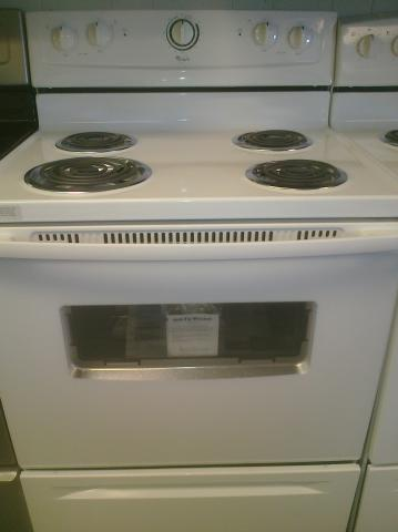 (9) Whirlpool RF111PXSQ 30″ Free-Standing Electric Coil Range with Window, White