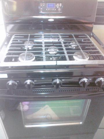 (9) Whirlpool WFG374LVB 30″ Fre-Standing Self-Clean Gas Range, Black
