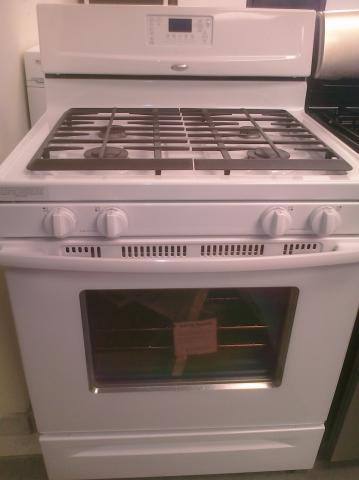 (9) Whirlpool WFG371LVQ 30″ Free-Standing Self-Clean Gas Range, White