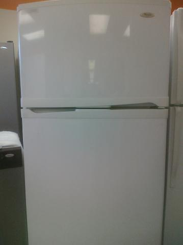 (9) Whirlpool ER2CHMXPQ 22 CuFt Top-Mount Refrigerator w/ Factory Installed Ice Maker, Smooth-White