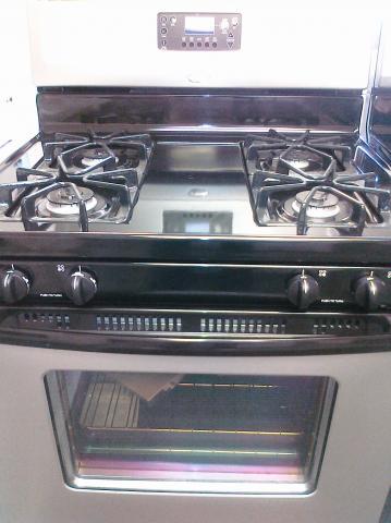 (9) Whirlpool WFG361LVD 30″ Free-Standing Self-Clean Gas Range, Universal Silver