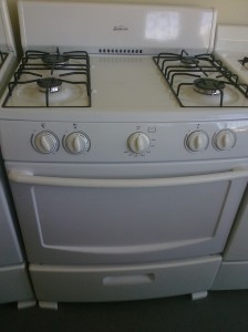 (6) Sunbeam SNS3GMNBBW 30″ Gas Stove With Broiler, White