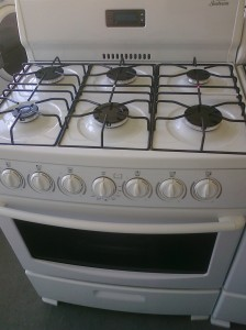 (10) Sunbeam SNS3GMLZAW 30″ 6-Burner Gas Stove, White