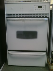 (7) Frigidaire FGB24L2AS 24″ Gas Wall Oven, White