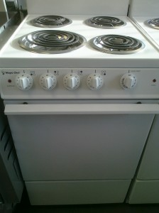 (7) Magic Chef CEL1115AAW 20″ Electric Stove, White
