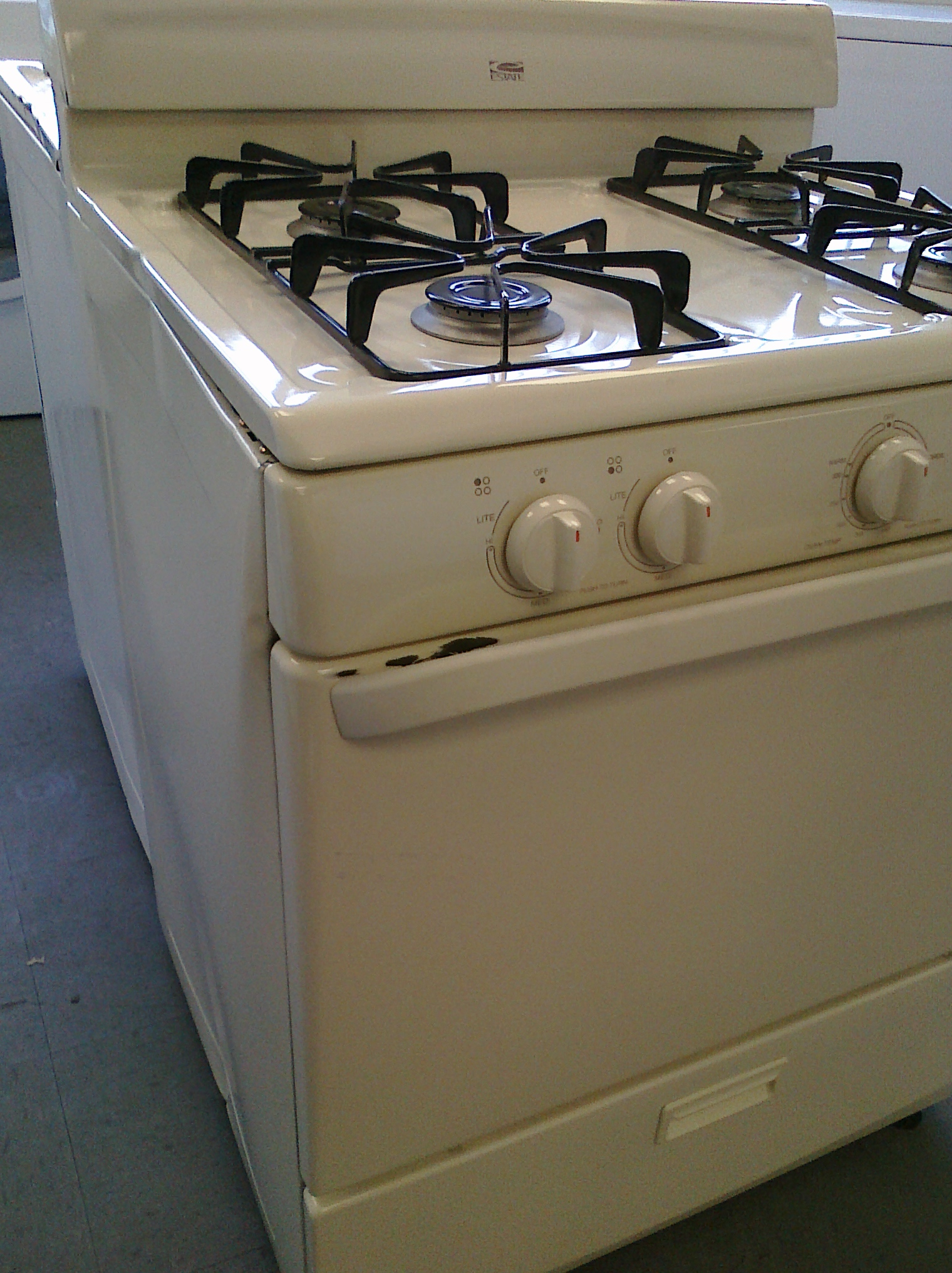 (8) Whirlpool Estate TGP305TT 30″ Gas Range w/ Sealed-Burners, Bisque