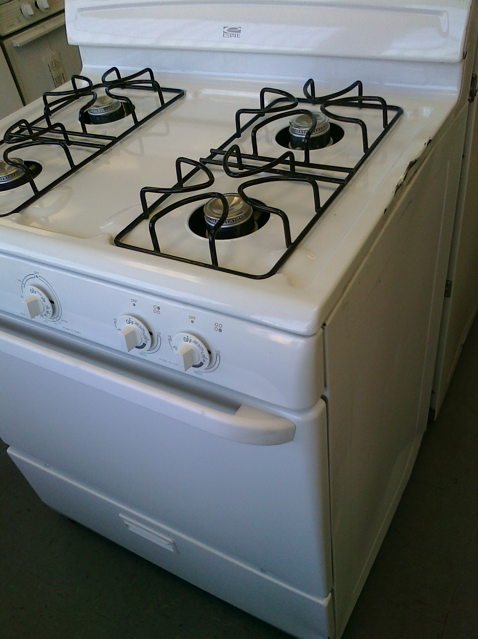 (8) Whirlpool Estate TGP300TQ 30″ Gas Range, White