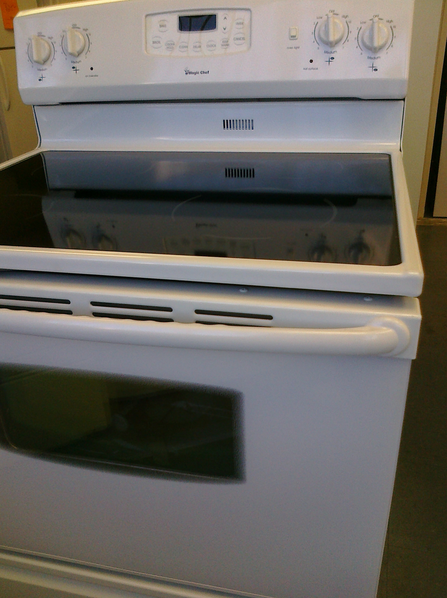 (10) Magic Chef CER3725AAW 30″ Self-Clean Smooth-Top Electric Range, White