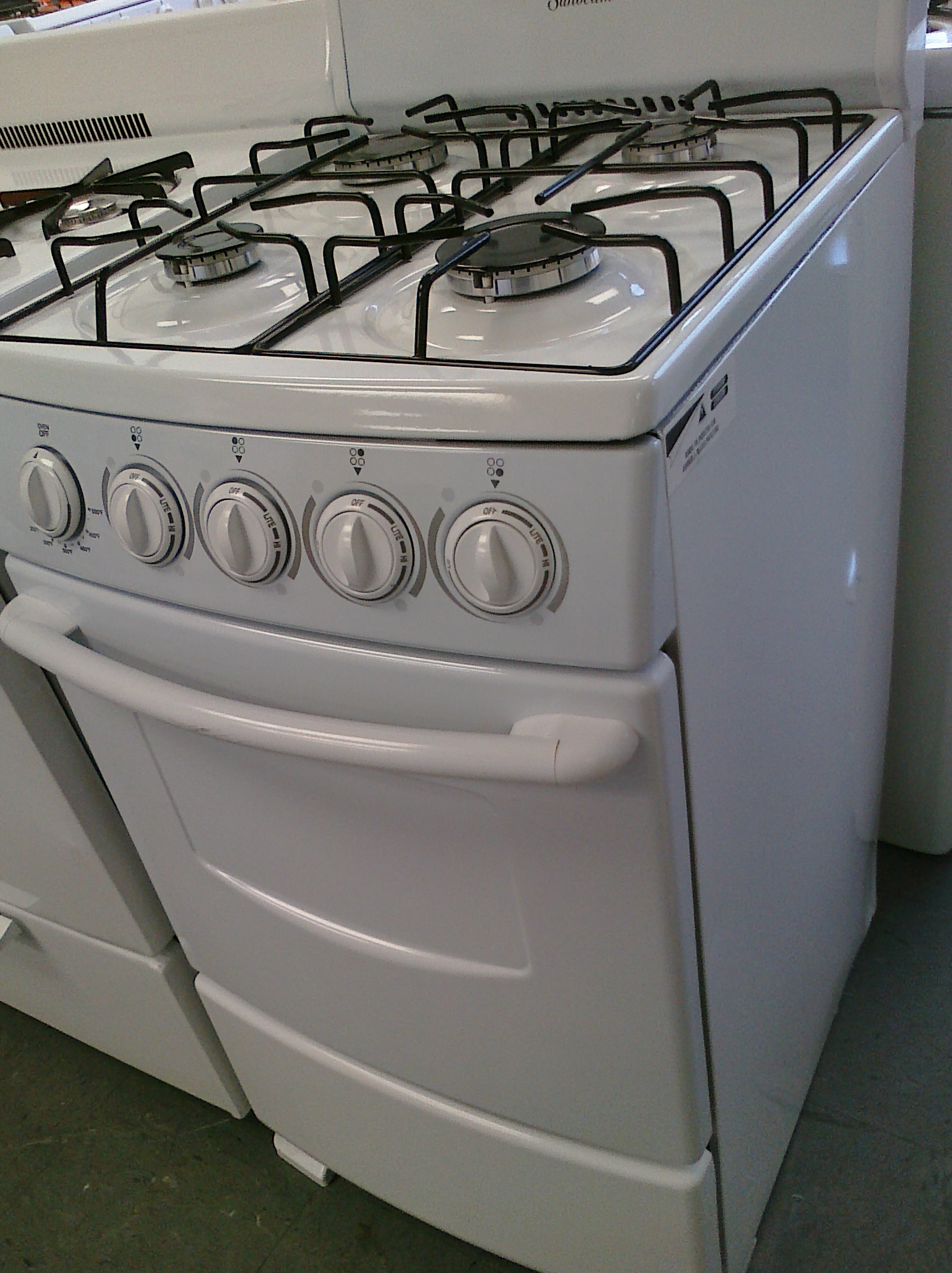 (7) Sunbeam SNS2GMNSAW 20″ Gas Range With Sealed-Burners, White