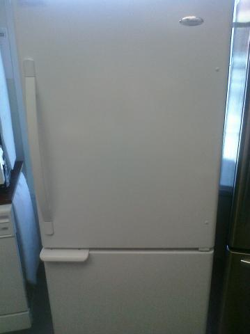 (9) Whirlpool EB9SHKXVQ 18.5 CuFt Bottom-Mount Refrigerator w/ Swing Freezer Door and Factory-Installed Ice Maker, White